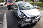 Dopravní nehoda dvou osobních automobilů v hradecké Zborovské ulici.