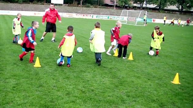 """Projekt """"Létající trenéři"""" se zaměřuje na mladé fotbalisty."""