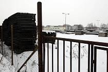 Sklad dřeva hradecké továrny Petrof by se měl během několika let proměnit na obytný komplex s dvaceti domy.