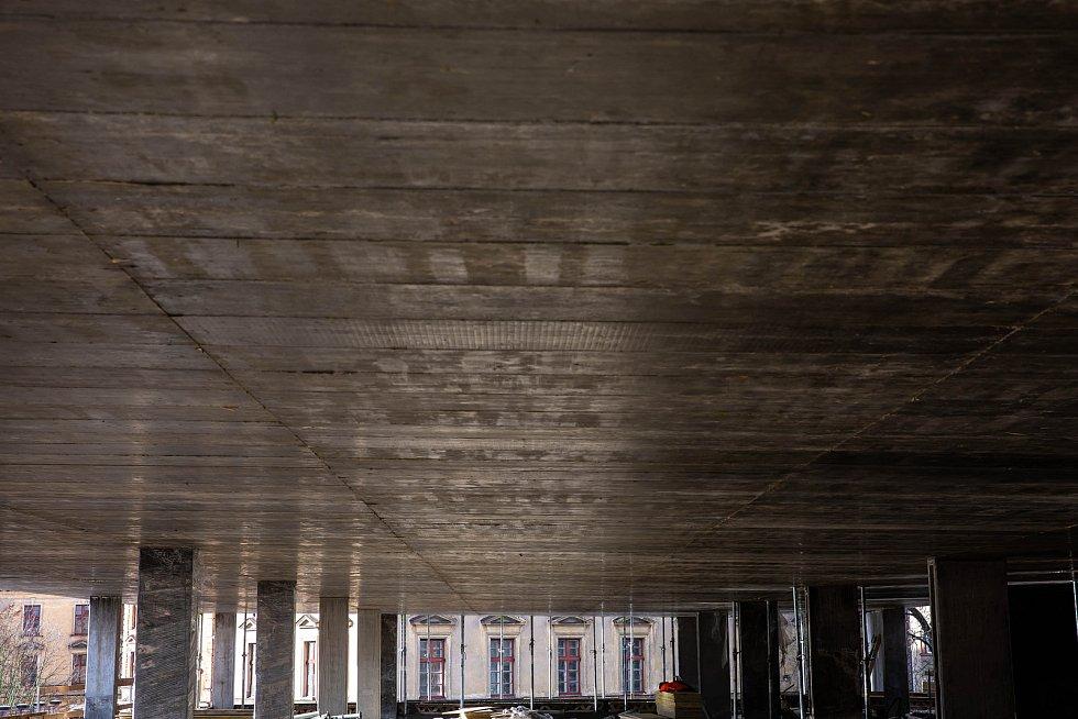 Stavba nového parkovacího domu v Hradci Králové.