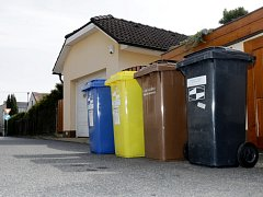 Popelnice na třídění odpadu v Hradci Králové.