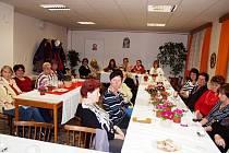 Alce místních žen na úřadě v obci Syrovátka.