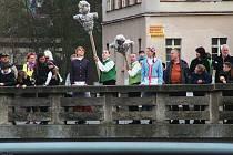 Tradiční akce Vítání jara a vynášení smrtky v Trutnově.