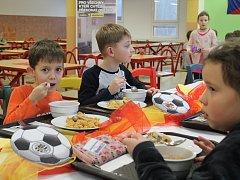 Žáci hradecké ZŠ MIlady Horákové si pochutnali na španělské kuchyni.
