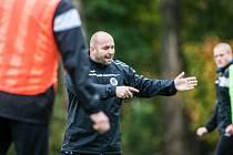 Kouč Bohuslav Pilný při tréninku fotbalistů FC Hradec Králové.