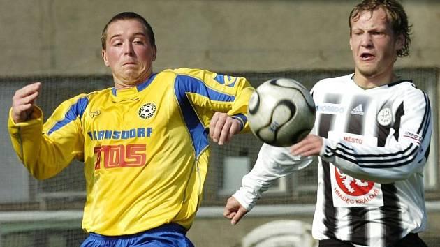 Zleva Michal Křemen a hradecký Oleg Duchnič
