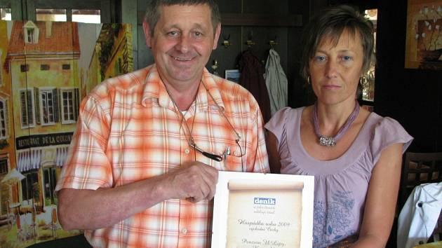Slavnostní předávání certifikátu se uskutečnilo přímo v penzionu U Lípy, kde se sešli také vylosovaní čtenáři Deníku, kteří pro hospůdku hlasovali. Majitel Milan Borek si ocenění nesmírně váží.