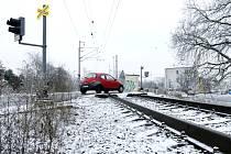 Železniční přejezd v hradecké Honkově ulici.