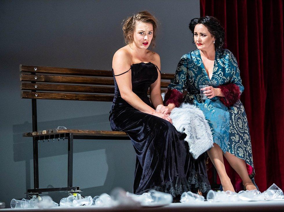 Klicperovo divadlo v Hradci Králové uvádí hru Anna Karenina.