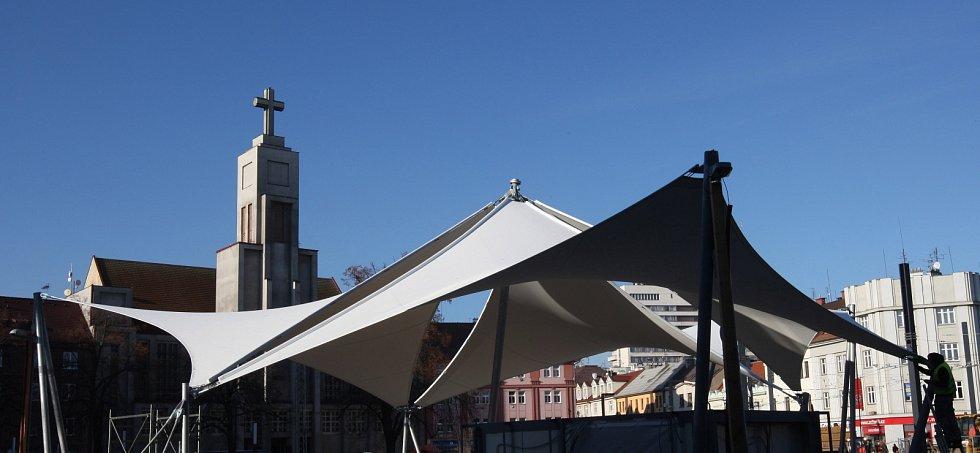 Střecha budoucí tržnice na náměstí 28. října v Hradci Králové.