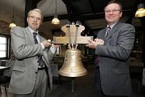 Zvon Cecilka pro hradeckou katedrálu Svatého Ducha