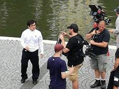 Jackie Chan se v Hradci Králové procházel po náplavce kolem Labe.