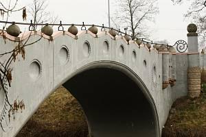 Most mezi Pláckami a Věkošemi v Hradci Králové.