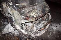 Požár osobního vozidla v Holohlavech.