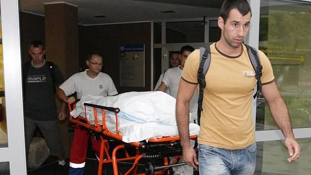 Matka obviněná z vraždy svých dětí byla 5. srpna převezena z psychiatrického oddělení v Hradci Králové do vazby.