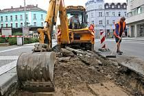 Opravy silnice u zastávce Adalbertina (24. srpna 2010).