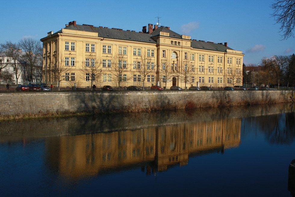 Biskupské gymnázium v Hradci Králové vzniklo, na rozdíl od ostatních církevních škol, z iniciativy biskupa Karla Otčenáška.