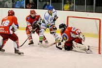 Baráž o krajskou hokejovou ligu: HC Wikov Hronov - SK Třebechovice pod Orebem.
