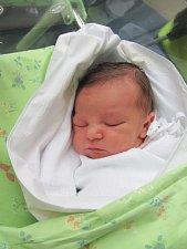 TOBIÁŠ KŘELINA přišel na svět 15. května ve 21.25 hodin. Vážil 3200 g a měřil 49 cm. Potěšil své rodiče Martina Křelinu a Terezu Martínkovou z Opatovic nad Labem. Doma se těší šestiletý bráška Máťa.