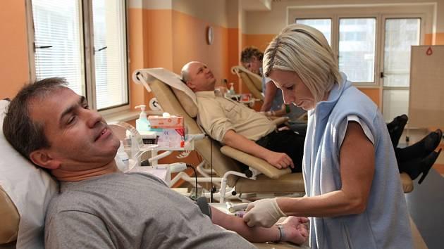 """Akce """"60 litrů krve k 60 letům ZUŠ"""" na transfuzni stanici hradecké nemocnice."""
