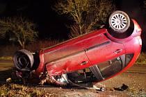 Havárie osobního automobilu u Chotělic.