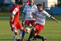 Fotbalová liga amatérů: Fakultní nemocnice (v bílém) - Montela Malšova Lhota.