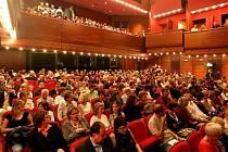 V Hradci Králové v sobotu 28. června pokračoval program XV. ročníku mezinárodní přehlídky Divadlo evropských regionů. Na hlavní scéně Klicperova divadla se přadstavilo Divadlo Komedie Praha, hra Proces.