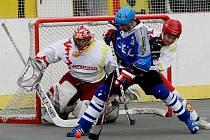 Hokejbal: HBC Autosklo H.A.K. Hradec Králové - SK OEZ Tesla Letohrad.