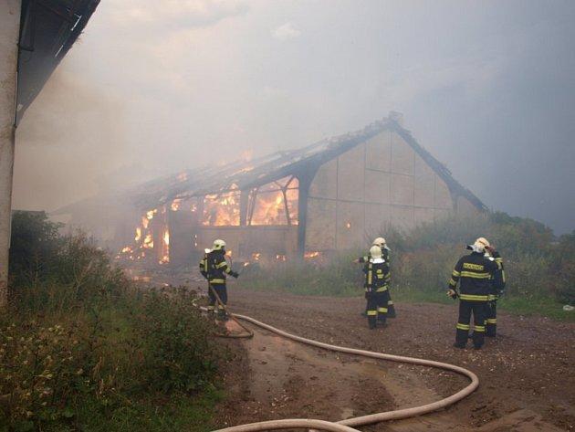 Rozsáhlý požár v Čejkovicích.