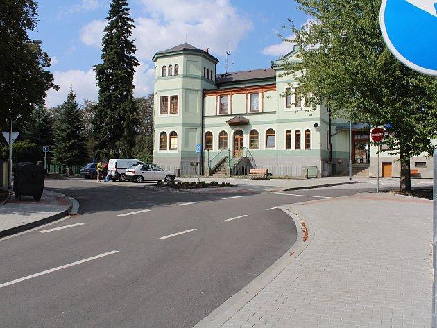 Nádraží a prostor před nádražím se podařilo opravit.