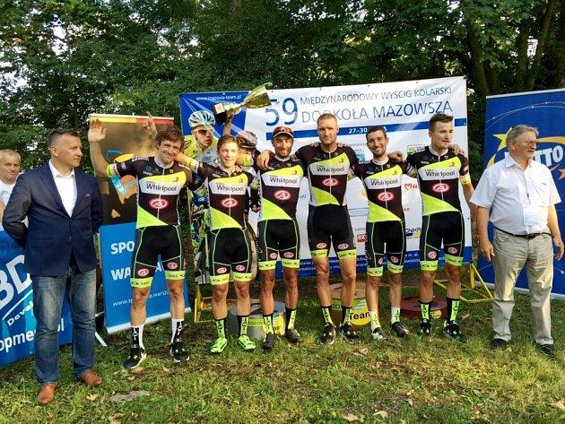 Formace jezdců královéhradecké stáje Whirlpool Author, která vyhrála celkovou klasifikaci družstev vpolském etapovém podniku Dookola Mazowsza.