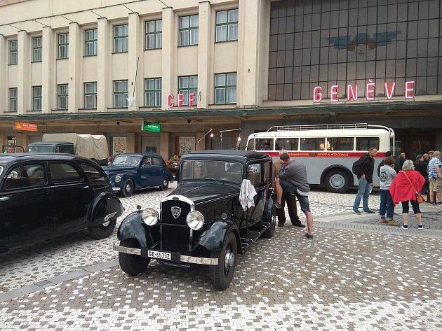 FIlmaři u hradeckého nádraží.