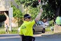 Strážník městské policie na přechodu pro chodce. Ilustrační fotografie.