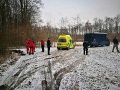 81letou ženu našla policie v lese po 13 hodinách pátrání. Seniorka byla podchlazená a zmatená.