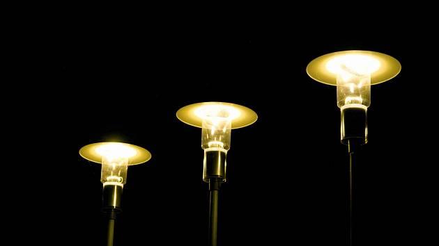 Pouliční lampy v ulicích Hradce a okolí.