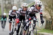 Cyklisté královéhradecké stáje Whirlpool Author v akci. Ilustrační fotografie.