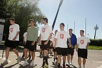 Plážové dny jsou minulostí. Hradečtí fotbalisté se vrátili z dovolené do tréninkové reality a zahájili 17.června letní přípravu. Na vyladění formy bude mít prvoligový nováček pouhé čtyři týdny.
