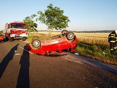 Havárie osobního automobilu u vesnice Loučná hora.