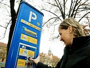 Obsazení parkovacích míst u Vlašského dvora.