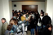 U Krajského soudu v Hradci Králové začalo hlavní líčení s obžalovaným Petrem Zelenkou v kauze heparinových vražd.