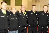 Stolní tenisté DTJ Hradec Králové – zleva: Ľubomír Pištej, trenér Martin Lučan, Martin Olejník, Peter Šereda a David Palkovský.