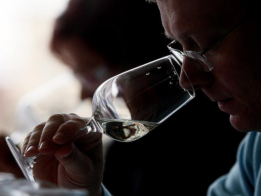 Třetí ročník soutěže Hradecký pohár vína představil 390 vzorků vín z 15 zemí světa.