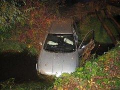 Dopravní nehoda dvou osobních vozidel v hradecké Kydlinovské ulici.