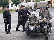 Rekonstrukce bitvy z 2. světové války se odehrála na břehu Orlice v Malšovicích. Součástí vzpomínkové ukázky byla i výstava historických vozidel a techniky na Velkém náměstí v Hradci Králové.