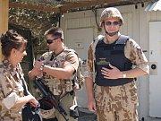 Mezi českou posádkou nechybějí ženy.