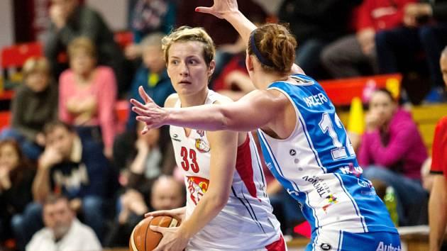 Z basketbalového derby Sokol ZVU Strojírny Hradec Králové - BK Kara Trutnov. Ilustrační fotografie.