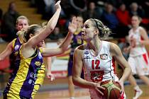 Ženská basketbalová liga: Sokol Hradec Králové - Slovanka Mladá Boleslav.