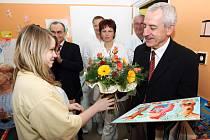 Barevné čarování z říše pohádek. Tak se jmenuje ve středu zahájený projekt připravený Základní a mateřskou školou při Fakultní nemocnici v Hradci Králové pro dětské pacienty.