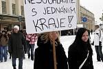 Na dvě stě studentů dalo vědět krajskému zastupitelstvu, že zrušení jejich čtyřletého oboru, které odhlasovala Rada Královéhradeckého kraje v půlce října, je špatné rozhodnutí (2. prosince 2010).