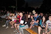Hlediště letního kina v obci Ledce.
